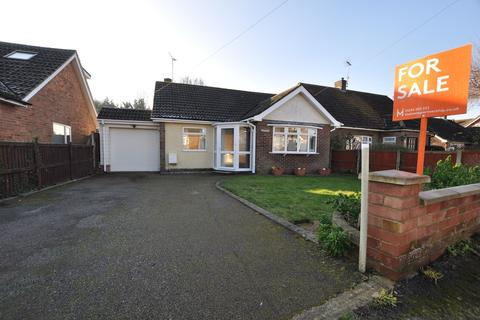 2 bedroom bungalow for sale - Haselfoot Road, Boreham, Chelmsford, CM3