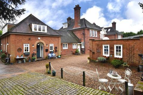 3 bedroom semi-detached house for sale - Woodlands Road, Bickley, BR1