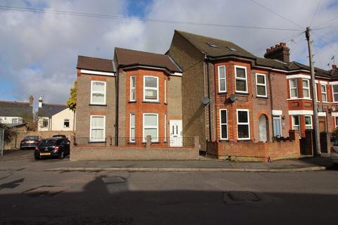 Studio to rent - West Parade (P9046) - AVAILABLE
