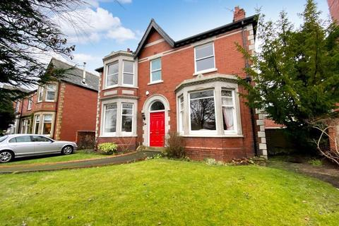 5 bedroom detached house for sale - Blackpool Road, Lytham
