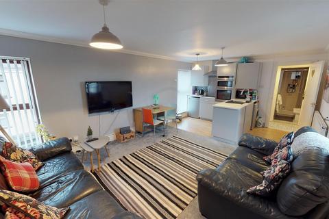 2 bedroom flat - Salop Street, Penarth