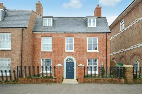 4 bedroom end of terrace house for sale - Crown Street West, Poundbury