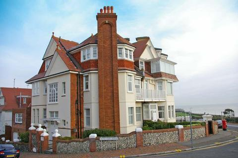 2 bedroom flat to rent - South Cliff, Eastbourne