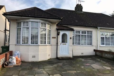 3 bedroom bungalow to rent - Heather Drive, Romford, Essex