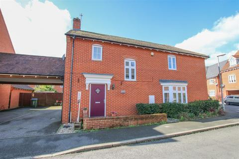 3 bedroom semi-detached house for sale - Petronel Road, Aylesbury