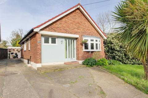2 bedroom detached bungalow for sale - Prospect Road, Hornchurch, Essex, RM11
