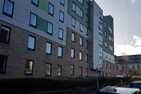 Retail property (high street) to rent - 16 Longside Lane, Bradford, BD7