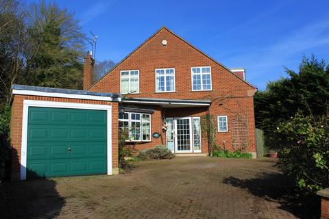 3 bedroom detached house for sale - Farm Way, Buckhurst Hill