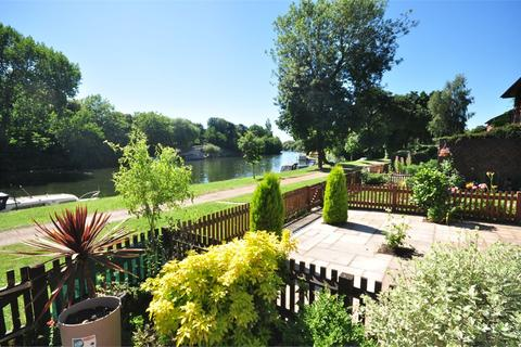 4 bedroom terraced house for sale - Island Close, Staines upon Thames, Surrey, TW18