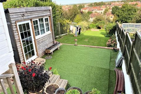 3 bedroom semi-detached house to rent - Burley Crest, Downend, Bristol