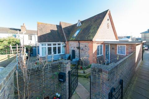 2 bedroom detached house for sale - West Cliff Road, Ramsgate