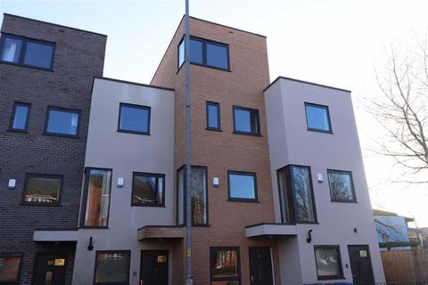 5 bedroom terraced house for sale - 146 Moss Lane East, Moss Side, Manchester, M16