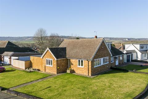 2 bedroom bungalow for sale - Gorham Close, Snodland