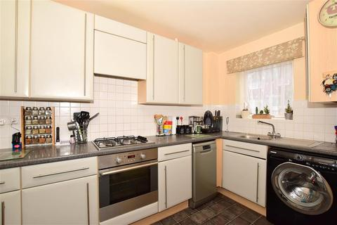 2 bedroom ground floor flat for sale - Waltham Place, Ashford, Kent