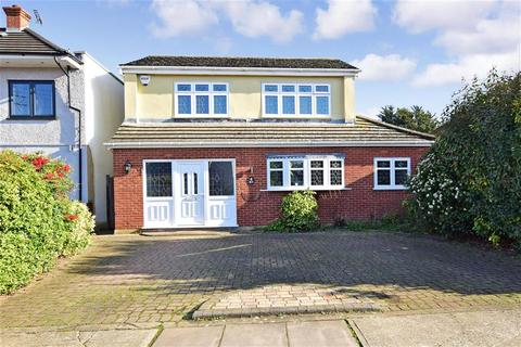 4 bedroom detached house for sale - King Edward Avenue, Rainham, Essex