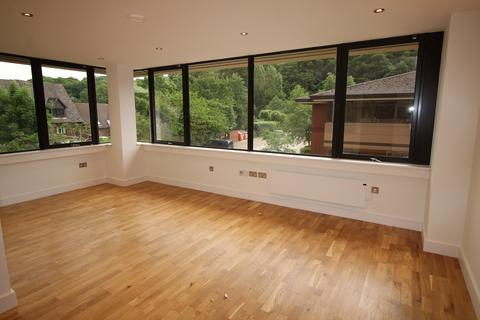 Studio to rent - Weirview Place, Catteshall Lane, Godalming GU7
