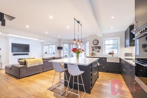 2 bedroom semi-detached house for sale - Ashtead Village