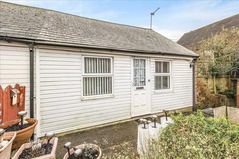 2 bedroom bungalow for sale - Bridge Street, Overton