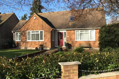 3 bedroom detached bungalow for sale - Main Street, Weston Turville