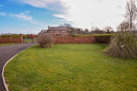 6 bedroom farm house for sale - GREEN LANE, POYNTON
