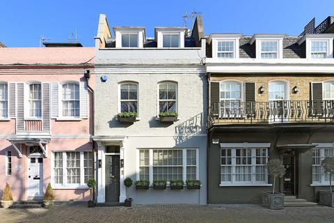 3 bedroom mews to rent - Lennox Gardens Mews, Knightsbridge, SW1X