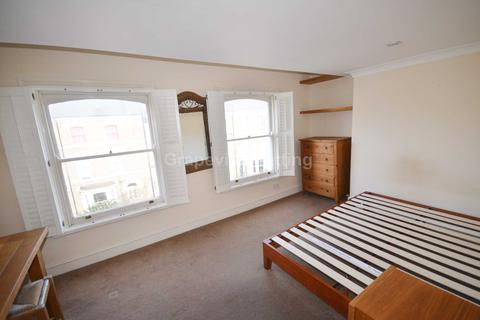 4 bedroom apartment to rent - Ferndale Road, London