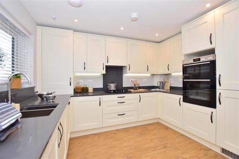 3 bedroom detached house for sale - Faversham Lakes, Faversham, Kent