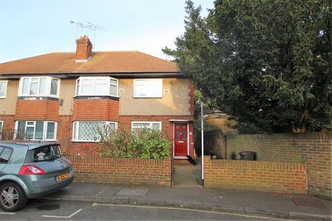 2 bedroom maisonette for sale - dockwell close, Feltham