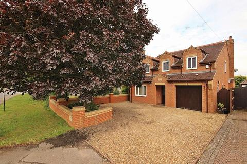 4 bedroom detached house to rent - Leighton Road, Toddington