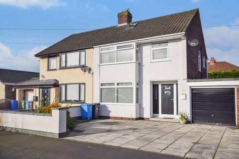 3 bedroom semi-detached house for sale - Tynwald Crescent, Widnes