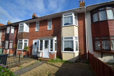 3 bedroom terraced house for sale - OFFERED FOR SALE WITH NO ONWARD CHAIN, SPACIOUS MID TERRACE WITH LARGE GARDEN & DETACHED GARAGE.