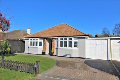 2 bedroom detached bungalow for sale - Roydon Way, Frinton-On-Sea