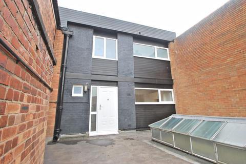 3 bedroom duplex to rent - Woodford Road, Bramhall,