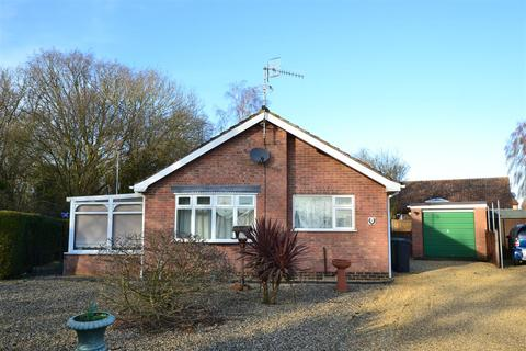 2 bedroom detached bungalow - Euston Way, South Wootton