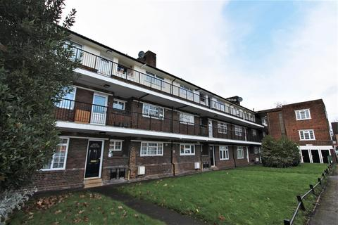 3 bedroom flat for sale - The Poplars, Southgate, N14