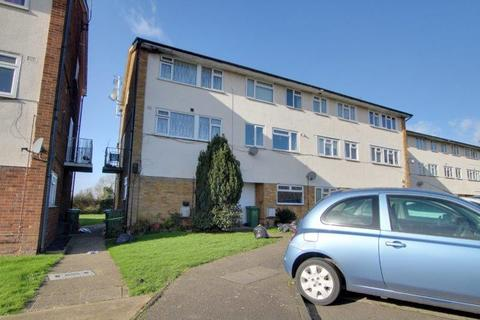 2 bedroom flat to rent - Market Avenue, Wickford SS12