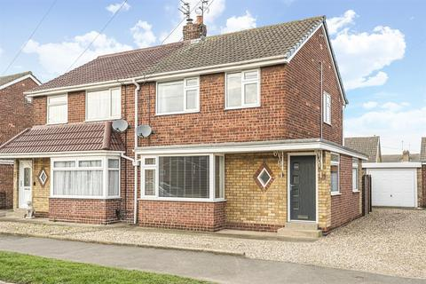 3 bedroom semi-detached house for sale - Molescroft Park, Beverley, East Yorkshire, HU17 7HY