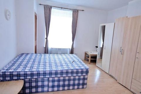 2 bedroom flat to rent - Montrose House, Westferry Road, London, E14