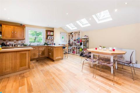 4 bedroom end of terrace house to rent - Rosenau Crescent, SW11