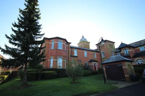 2 bedroom flat for sale - The Towers, Macclesfield SK10
