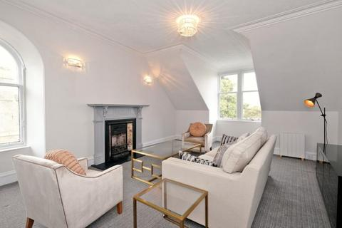 2 bedroom flat - Great Western Road, Second Floor, AB10