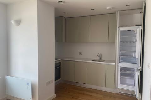 Studio to rent - Dolphin House, 140 Windmill Road, Sunbury-On-Thames, Surrey, TW16