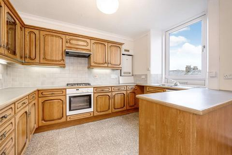 3 bedroom flat to rent - Temple Park Crescent, Edinburgh    Available 26th May