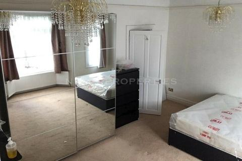 4 bedroom flat to rent - Church Street, Enfield, EN2