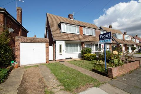 2 bedroom semi-detached house - Nursery Gardens, Staines-Upon-Thames, TW18