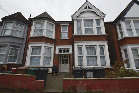 2 bedroom flat to rent - Lyndhurst Drive, Leyton, E10