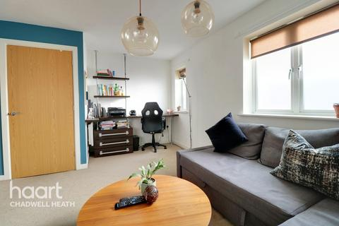 2 bedroom apartment for sale - Glandford Way, Romford