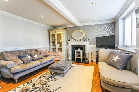 3 bedroom detached house to rent - Swan Lane, Stock
