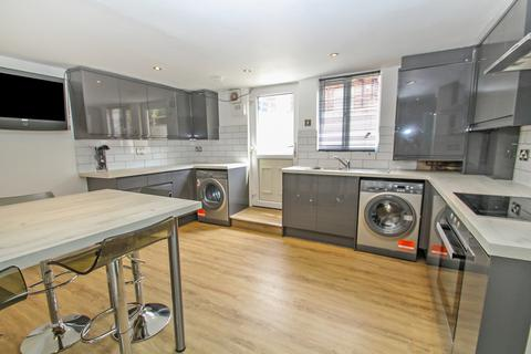 6 bedroom terraced house to rent - Langdale Terrace, Headingley