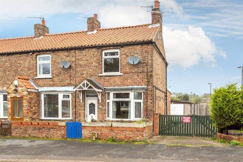 2 bedroom end of terrace house for sale - Southfields Road, Strensall, York, North Yorkshire, YO32